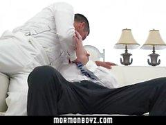 MormonBoyz - Zencefil alt tutkuyla yaşlı rahip tarafından ham becerdin