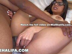MIA KHALIFA - Jogador de Futebol Preto Obtém Sua Dick sugado Enquanto amigo Assista