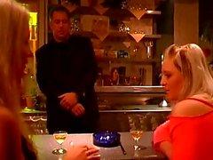 Horny adam Barda bazı sıcak bdsm sahneler iki kız zorlar