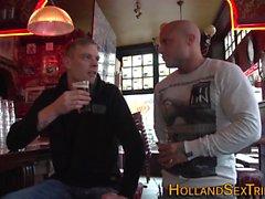Голландского Hooker приобретает лицо кончил
