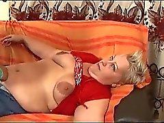 Lesbischen Schwergewichten Wiedergabe auf der Couch