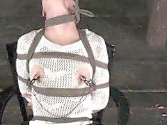 L'esclavage la sous organe Day de Bonnie limitée serrage à des chevilles de bois