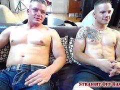 Jax y Ryker en el jacuzzi