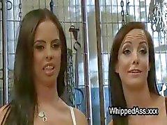 Trío dominación femenina lesbiana con culo oler y lamiendo e chorros