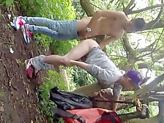 Twink Im die im Park fickte für jedermann zu ansehen zu