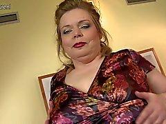 Gran la madre con el boobs grandes hundían y el coño con hambre