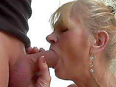 Alt verdammt Dame erwischt ihr Arschloch zu anal gefickt