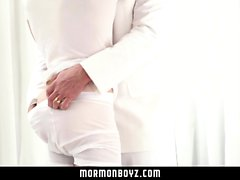 MormonBoyz - Hung papà muscolare Barebacks suo ragazzo