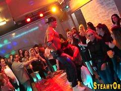 Les étudiants de Cfnm aspirent des strip-teaseuses