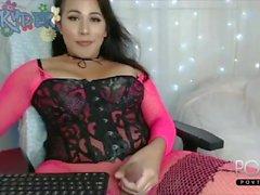 Beautiful chubby tranny plays online