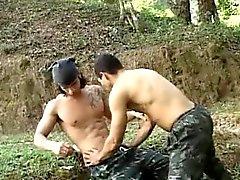Warm Latino Military ohne Kondom Geschlechts
