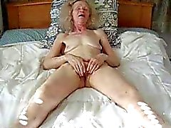 Любительское старая дама мастурбацию