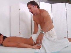 Massaggio caldo che porta al sesso