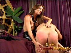 amante Bossy pune seu namorado com algumas muito dolorosas