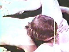 Lesbian Peepshow Döngü 564 1970 kıyafetleri - Sahnesi 2