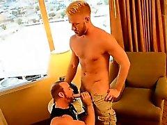 Homosexuell Jungs Er sollte sich funktionieren, aber umwerfende blonden Brocken