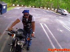 Biker pawnclient baisé par pawnbroker