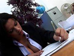 Seksi sekreter Alexis Silver titty onu ederken sikikleri ...