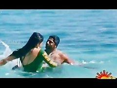 Bollywoods Ragini Dwivedi caldo per la Vijays Grande dell'Andhra Lost Woods