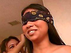 Twee Filipina twats krijgen getikt