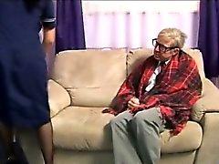 Enfermera de euros Fetiche le encanta gallo viejo