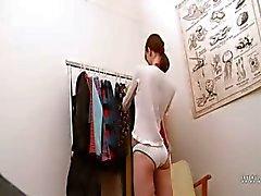 Beata tiener plagen in kleedkamer