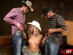 Seios naturais dp cowgirl e facial