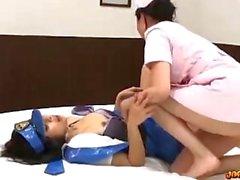 Азиатка девочка в полицейской форме облизываемая выебанная с игрушкой медсестра на кровати я