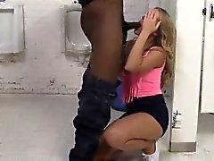 Azgın blonde kaltak Candice büyük siyah Boners becerdin Dare