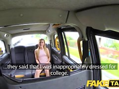 Fake Taxi Skipping College för backseat sex i taxi
