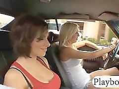 De dos Chicas de atractiva las grandes Pechos portazo en la plazas de garaje
