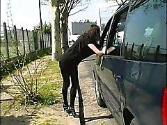 Ophélie analfucked in der Straße