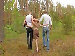 Amateur Deense trio in het bos