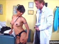 MexiMILF di Gabby Quinteros succhia il & scopa il suo del medico !