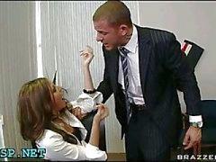 Man borrning petite sekreterare