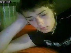 Fumar na webcam e masturbação menino bonito