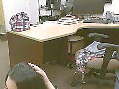 Vild kubanska brud knullas för pengarna Ger back till mitt kontor