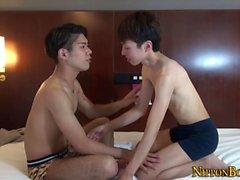 twink Gay aspirado por asiático