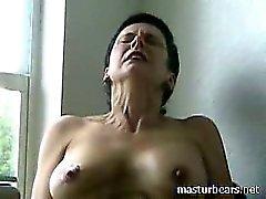 Fuerte orgasmo Kinky abuelita Frédérique