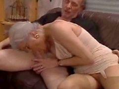 Casal bisex esguichando