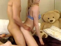 Cachonda nena europea haciendo anal