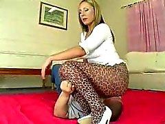 Leopard facesit