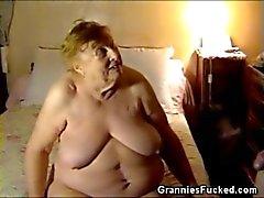 Tombul Büyükanne Sucking Cock