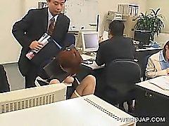 Gemensamma handlingsplanen kontoret bruden uppbundna av stolen och knullad på jobbet