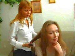 Äiti opettaa tytär