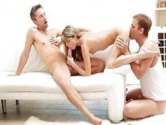 Seksi sıcak bir MMF üçlü Gina Gerson
