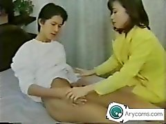 maman japonaise sucer ses fils dick de arycams UNCENSORED