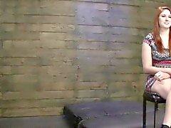 Redhead basement casting pour bondage hardcore scène de sexe
