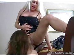 EroticMuscleVideos Ashlee Chambers e BrandiMae caralho duro