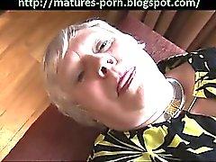 Great granny show big ass et chatte poilue